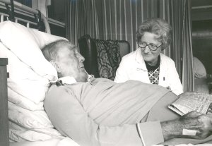 Cicely Saunders with a patient